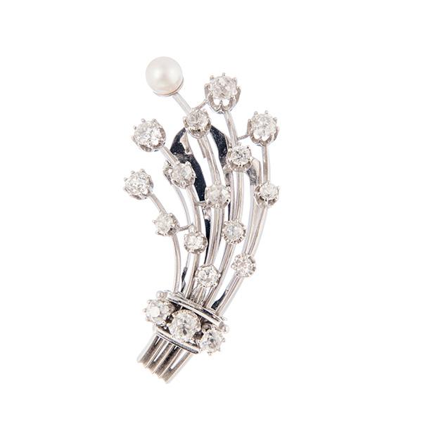 Broche de oro blanco montado con perla y diamantes